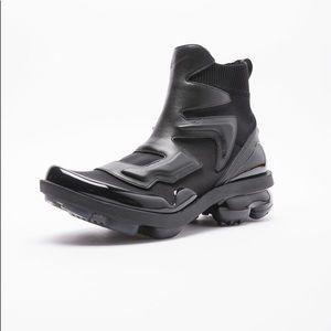 New Nike Vapormax Light